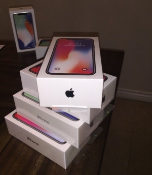 Apple iPhone X 64gb €445 iPhone X 256gb €500