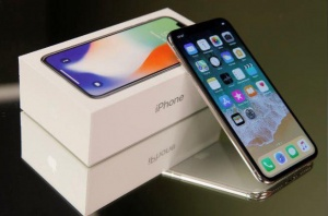 Stock Offer: Apple iPhone X / iPhone 8 Plus